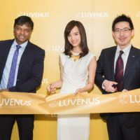 Anjaylia Chan joined Luvenus Jewellery's MD Mr Parthiban and InvestHK's Associate Director-General Dr Jimmy Chiang at the grand opening