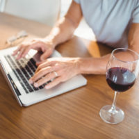 laptop-with-wine-retail-in-asia